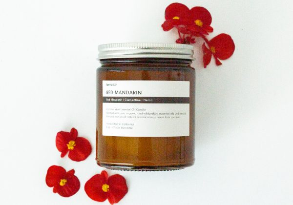 RED MANDARIN Essential Oil Candle blended with natural coconut wax, red mandarin, clementine and neroli essential oils. 8oz.